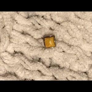 Yellow amber stud